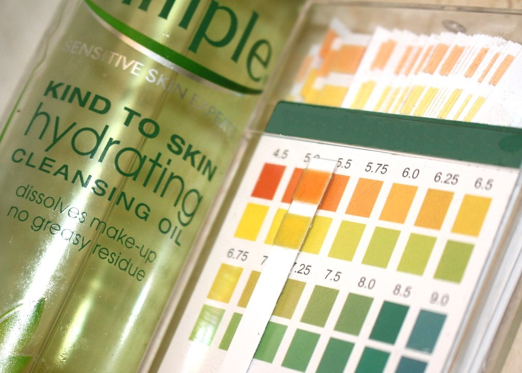 Simple Kind To Skin Hydrating Cleansing Oil Acidity