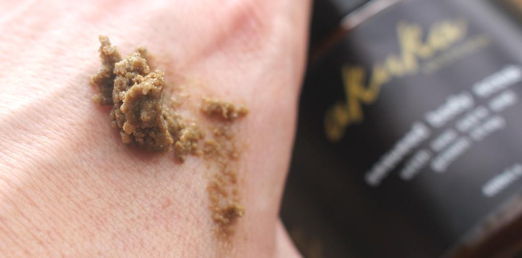 Akuka Seaweed Body Scrub Texture