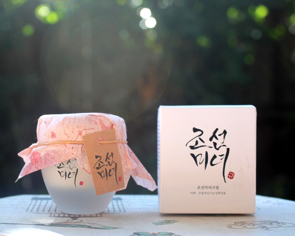 The traditional look of the Beauty Of Joseon Dynasty Cream