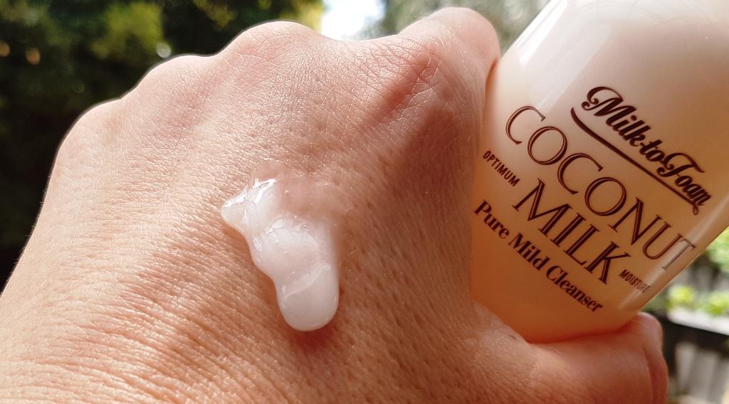Neogen Coconut Milk Pure Mild Cleanser Texture