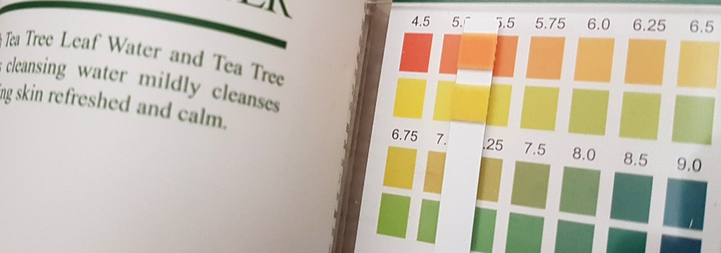 Benton Tea Tree Cleansing Water pH Measure